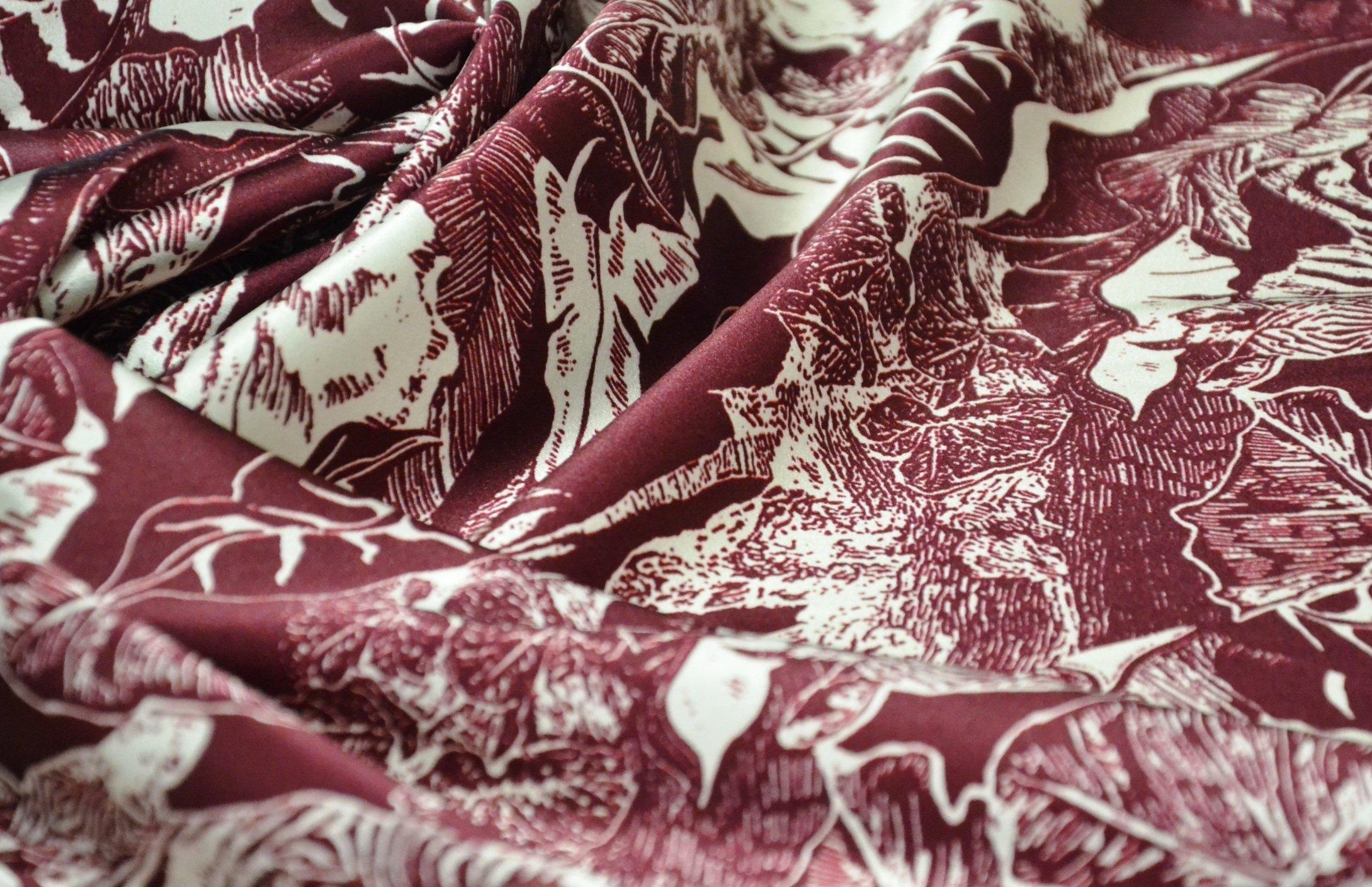 seta tipo cavalli zebra bordeaux. tessuti alta moda. tessuti firmati.